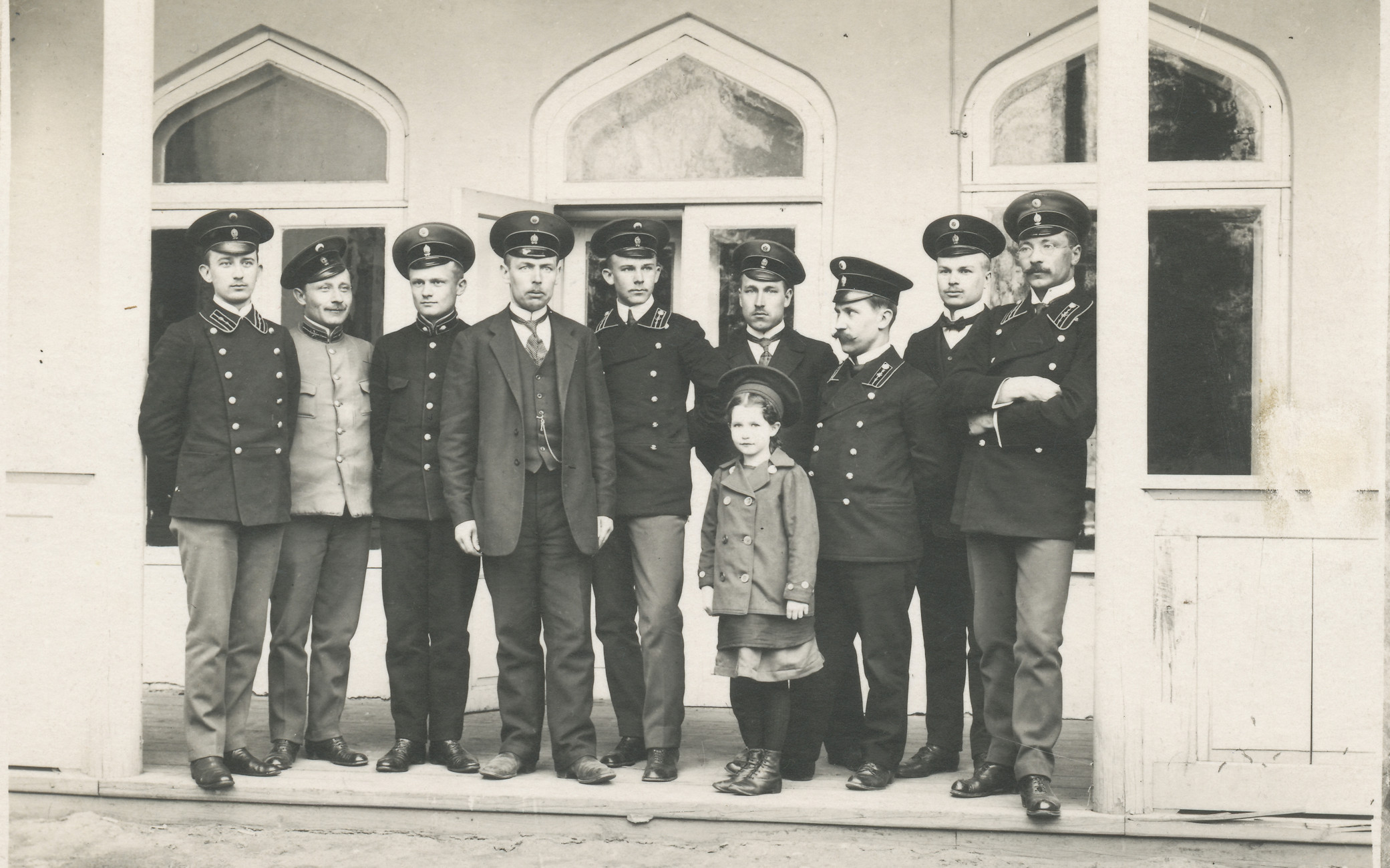 Postal workers in 1915  (on the inner courtyard porch)